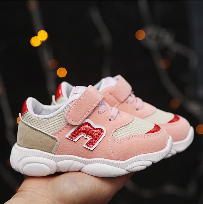 Zapatos para niños suaves Chaussure Enfant Casual Sport Girls Shoes 2019 otoño primavera rayas niños zapatillas transpirables niños zapatos PU cuero bebé mocasines sandalias para bebé ahuecar hacia fuera zapatos de bebé Chaussure recién nacido con cordones sandalias de bebé niñas