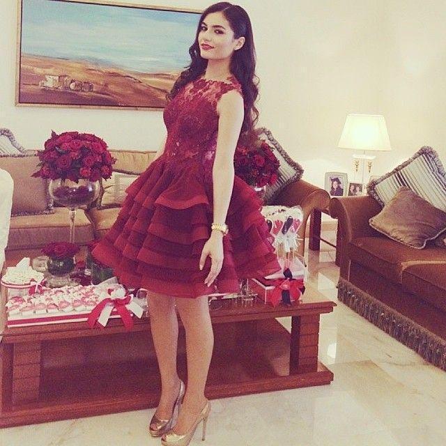 2019 latest fashion round collar sleeveless Beaded and Yarn Sheer Lace Decorations Celebrity dresses / Evening dress Arabic