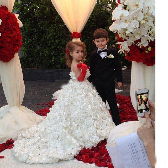 White Flower Girls Dresses For Wedding Beach Full Handmade Flowers Princess Ball Gowns Beauty Girls Pageant Dress