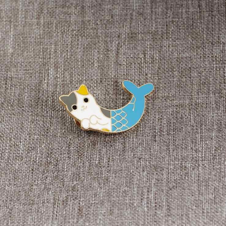 1 PC Kucing Biru Ikan Fishtail Kreatif Hewan Bros Lucky Mermaid Lencana Enamel Denim Kulit Pin Teman Anak Kartun Fashion hadiah