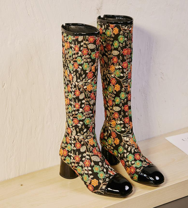 Autumn and winter new fashion embroidery long tube with flowers personality high bootsAutumn and winter new fashion embroidery long tube with flowers personality high boots