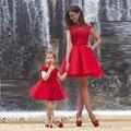 Novo Design de cor vermelha vestidos curtos Prom Vestido de Festa alta Neck manga Cap mãe e filha Vestido Formal vestidos de Festa