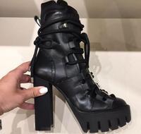 2018 новые черные гладкой кожи Для женщин Модные сапоги на платформе на не сужающемся книзу массивном каблуке Кружево до Сапоги и ботинки для