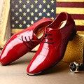 Los Hombres de lujo Zapatos De Vestido Rojo Moda Punta estrecha Lace Up encanto Negro Zapatos de Charol Para Hombre de Ocio de La Boda el Novio zapatos