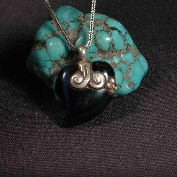 手作りネパール 925 シルバー幸運のペンダントネックレス 925 スターリングハート形のペンダントネックレスボヘミアペンダントネックレス