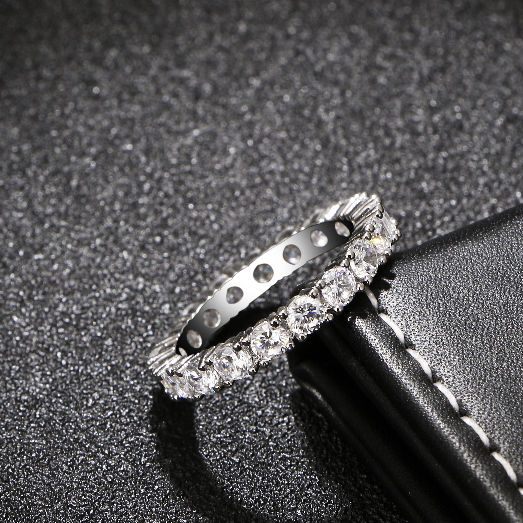 טבעת יהלומים קלאסית ויפה 2