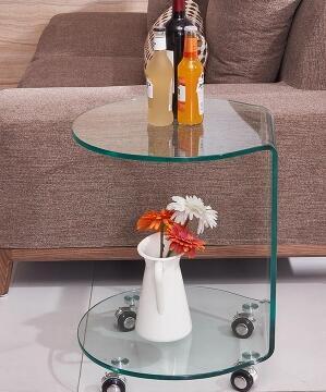 Небольшой стол чай. Гибки стеклянный стол