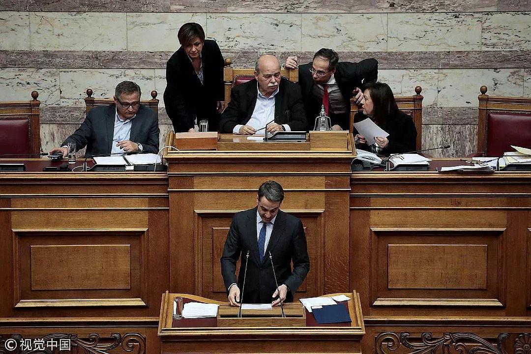 2018年2月21日,希腊雅典,希腊议会就调查诺华贿赂丑闻展开讨论,跨国药企的行贿事件屡见不鲜/视觉中国