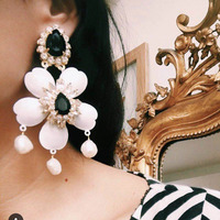 New European And American Style Baroque Iron Flower Pearl Tassel Long Earrings Catwalk Earrings 899