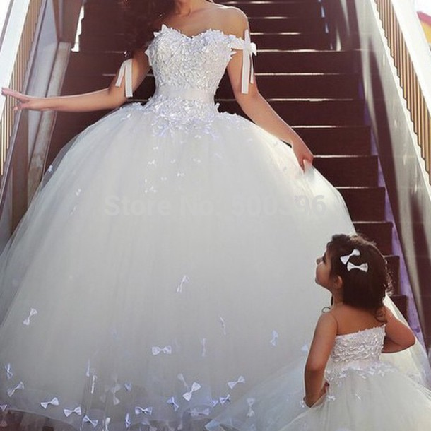 a68ea256e2 W3219 Beautiful Ball Gown Lace Wedding Dresses Cap Sleeves Sexy Backless  Lace Corset Cheap Tulle Skirt