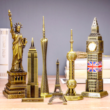 The world famous Eiffel Tower landmark building metal model model of the Big Ben birthday gift gift ornaments