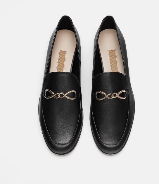 Moraima Snc mode femme chaussures plates bout rond sans lacet en cuir chaussures décontractées chaînes en métal décorations mocassins noir vin rouge