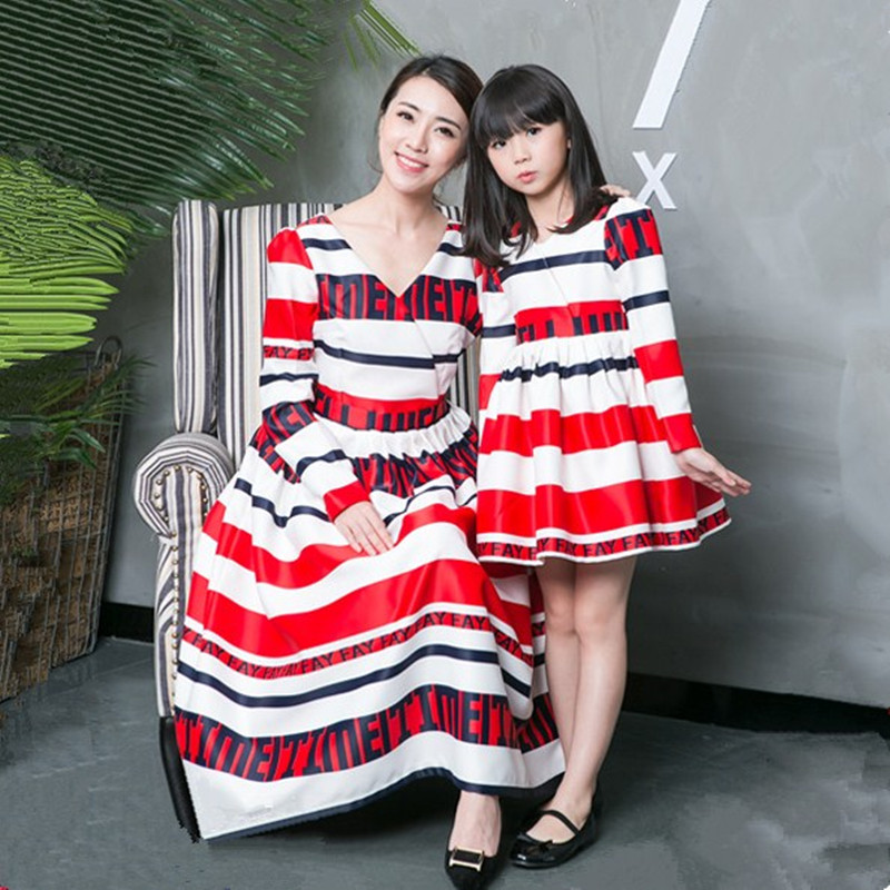 New 2018 mother daughter dresses family look matching mother daughter clothes fashion strip V-neck dress mother daughter outfits mother
