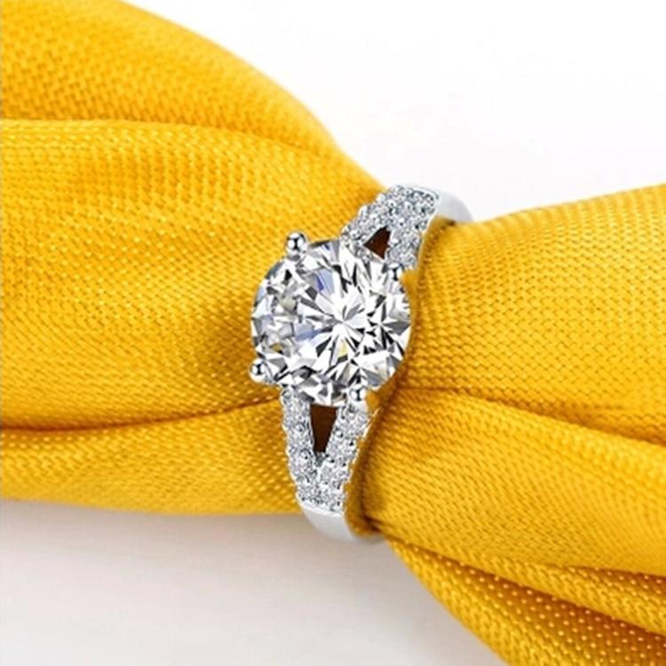2CT Romantic CHARLES & COLVARD Moissanite Female Marriage Ring