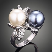 Creative Fashion Natural Double Color Pearl Rings Flower Design Ring With White &Gray Crystals Finger Rings(China)