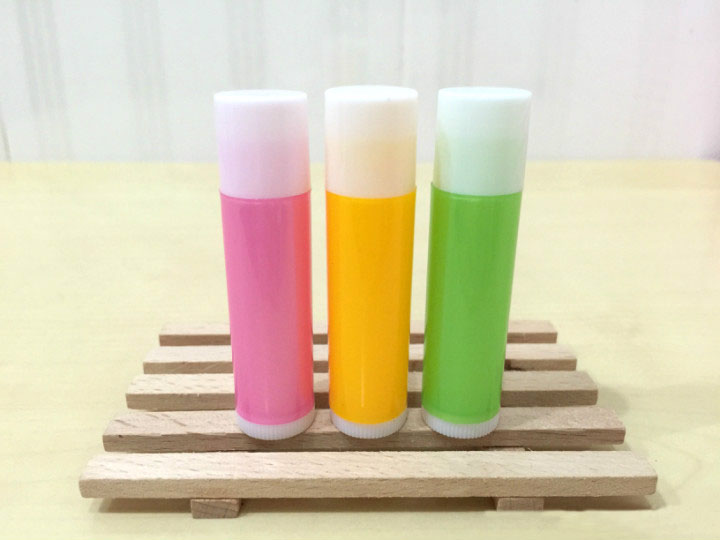 freeshipping 5mlPP pro-environment pink/yellow/green/orange/blue lipstick tube,lip balm with rotating cover,white balm container free shipping 5ml pp pro environment material all white lipstick tube lip balm container with rotating flat cover