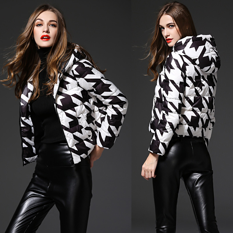 White and black pattern print fashion duck down jackets women hooded short design down coats 2018 autumn and winter MOVAU0176