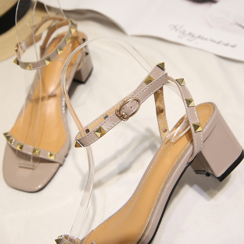 Ladies sandals rivet chunky heels fashion women gladiator sandals 2018 sexy square toe women summer shoes studded heels