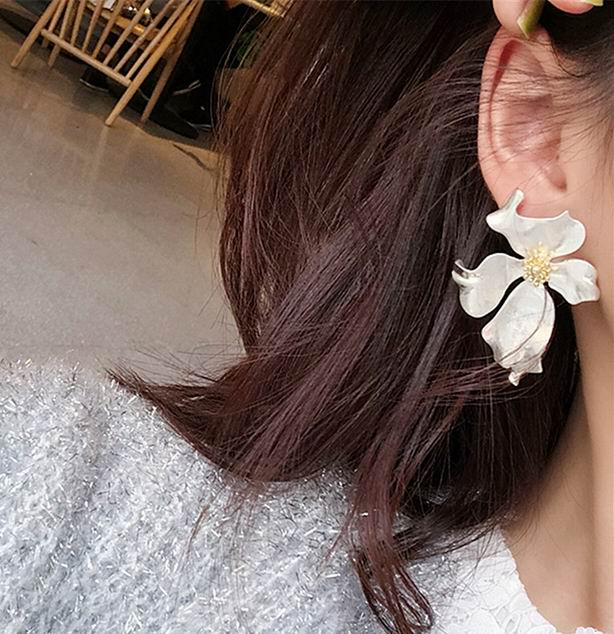 Vintage Big Metal Flower Earrings For Women Gold Silver Color Personality Statement Pendientes 2019 Fashion Jewelry Bijoux in Drop Earrings from Jewelry Accessories