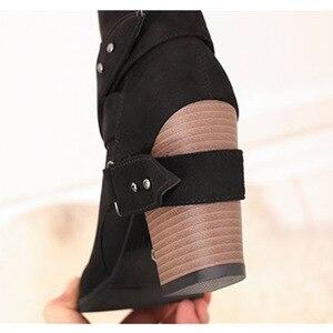 Image 5 - נשים מגפי אופנה בוהן עגול נשים חורף מגפיים נוח כיכר העקב צאן נעלי נשים חגורת קישוט אמצע עגל מרטין מגפיים
