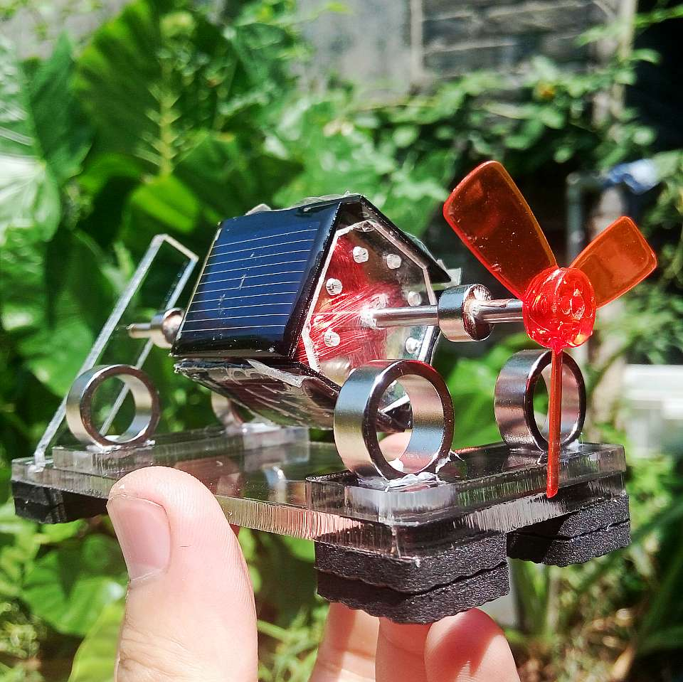 tiny Mendocino Motor Propeller type magnetic suspension solar toy Scientific physics Solar rotation Pressure reducing EDC toy gyro pressure zinc alloy reducing toy for office worker