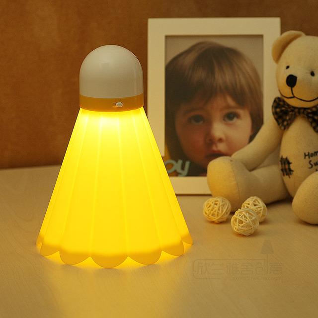 Criativo badminton lâmpada pequena luz noturna levou lâmpada de poupança de energia cobrando uma pequena mesa quarto lâmpada lâmpada de cabeceira lâmpada