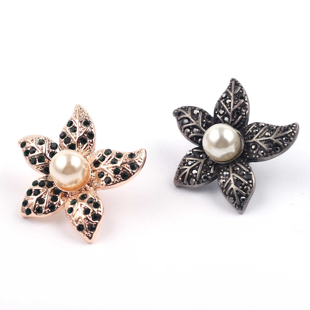 Pierre naturelle feuille broche broche Style rétro Imitation perle pour les femmes nouvelle conception feuille pendentif alliage bijoux en gros