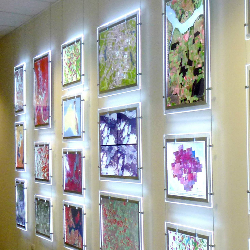 Cable Window Displays 6 x A4 Portrait Display