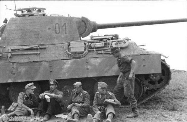 1:35 big German Panzer Division ace (4 people) ...
