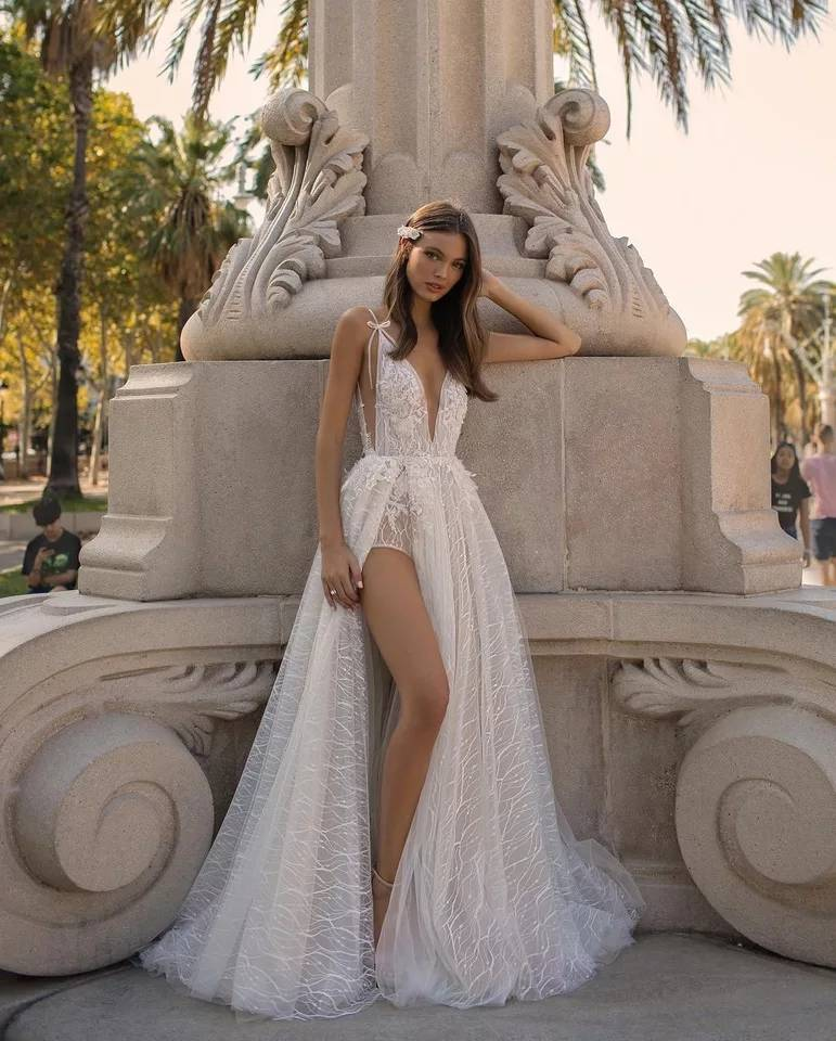Sexy Romantic Vestido De Noiva 2019 High Slit Wedding Dresses V-Neck Wedding Gown White Bridal Dress