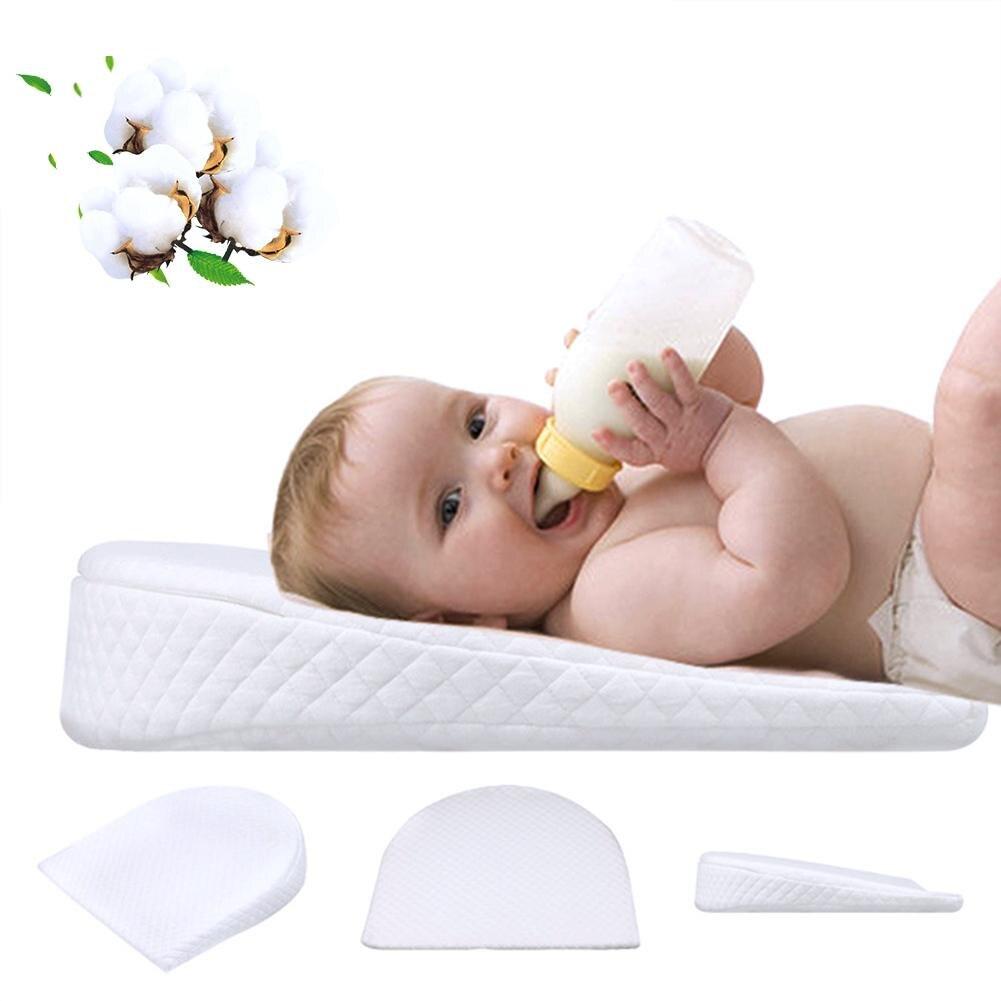 Bébé Oreiller Mémoire Résilience Coton Amovible Pente En Forme de Mise En Forme Oreiller Lait Anti-Reflux Doux Oreiller Pour Bébé
