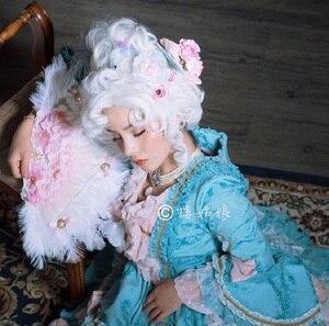 Image 2 - Marie Antoinette Принцесса средний вьющиеся волосы косплей парики + парик шапочка (без головной убор)