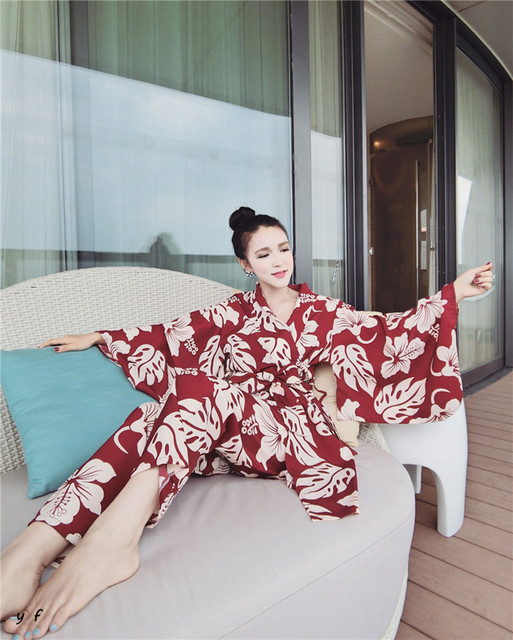 Novos Grandes Flores SimpleThree-Pijamas peça Sexy Sling Com Belt Mulheres Sexy Terno Agasalho Mulheres Loungewear Pijamas Pijamas