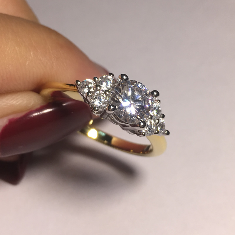 Image 4 - AINOUSHI кольцо из стерлингового серебра 925 пробы желтого золота с тремя камнями и круглой огранкой, обручальное кольцо для женщин, обручальное кольцо для влюбленных, ювелирные украшения-in Обручальные кольца from Украшения и аксессуары