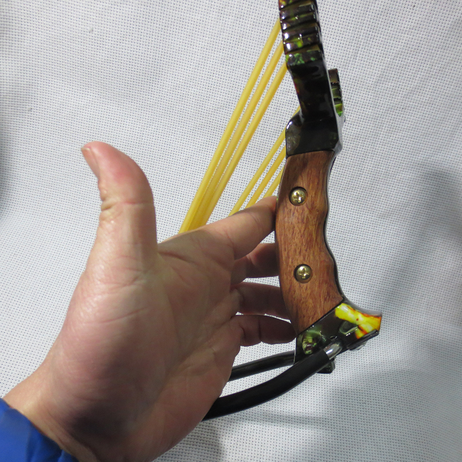 powerful Wristbands slingshot used for bow hunting  steel caza estilingue The armrest slingshot With rubber band sling shot 2017 slingshot hunting powerful catapult camouflage stainless steel hunter aluminium alloy sling shot caza with clamp and gifts