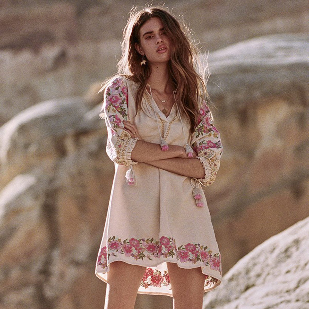 Gypsy Sexy Hippie Mini Robe Femmes 2018 Été Automne 3/4 Manches V cou Chemise Robes Dames Boho Floral Broderie Court robe