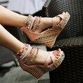 Marca Nuevos Zapatos de Las Mujeres Sandalias de Color de Moda de la Cadena de Cuentas de Bohemia de Tacón Alto de Cuña Sandalias Gruesas Del Mollete Corteza Zapatos Bombas
