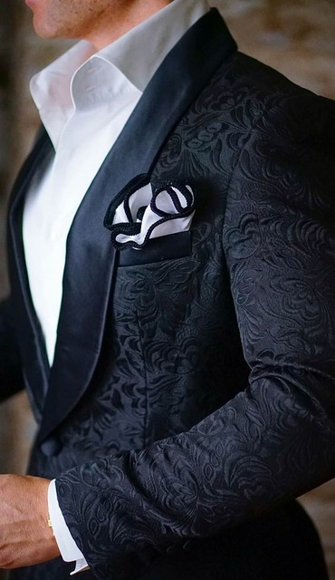 High Quality One Button Black Paisley Groom Tuxedos Shawl Lapel Groomsmen Mens Suits Blazers (Jacket+Pants+Tie) W:735