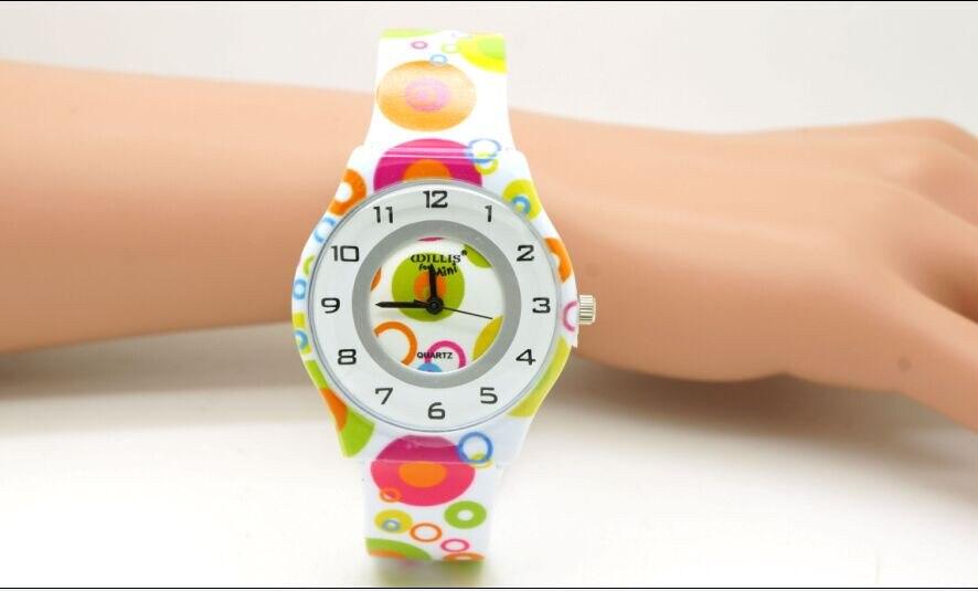 6f16c3c5c ويليس للمرأة الساعات البسيطة السيدات الساعات الأزياء الملونة جولة الطلب  التناظرية المعصم ووتش مع البلاستيك الفرقة Y7896