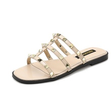 Summer Fashion Womens Slippers Beautiful Rivets Decorative Open Toe Sandals Casual Beach Women