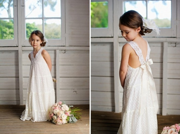 Romantic Summer Boho   Flower     Girls     Dresses   2019 Floor Length V-Neck Backless Vintage Maxi Ivory Lace Kids Bohe Beach Wedding Wear