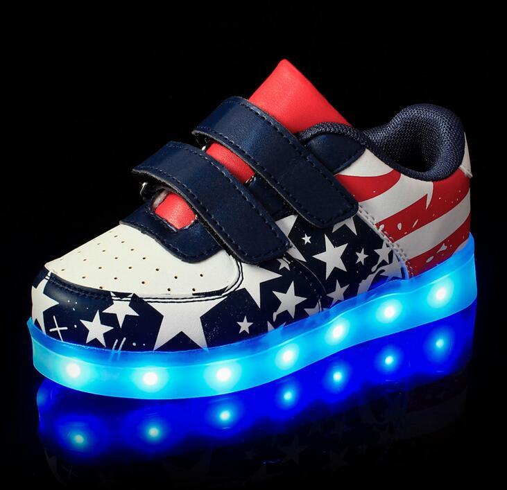 2018 새로운 USB 충전 다채로운 빛나는 여름 학생 신발 소년 형광 단계 조명 LED 빛나는 스포츠 샌들 여자