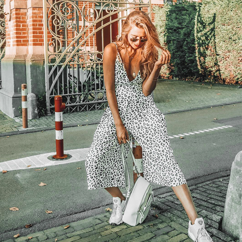 Conmoto Summer Women Fashion Dot Print   Jumpsuit   2019 New Sexy V Neck Spaghetti Romper Female Casual High Street Holiday   Jumpsuit