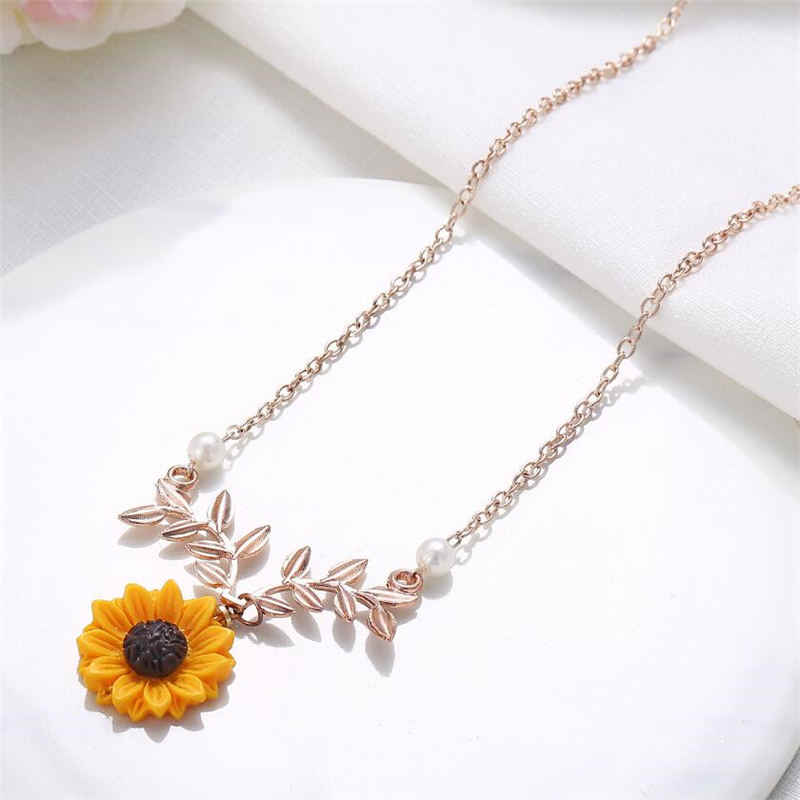 Sunmall  New Hot Selling Jewelry Creative Fashion Sunflower Necklace Leaves Flower Pendant Sweater Long Chain for Christmas Gift