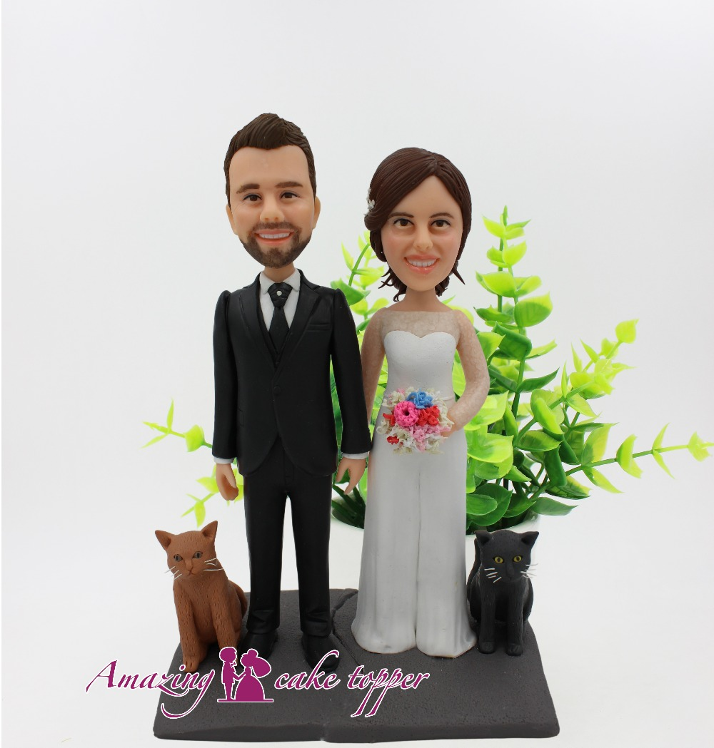2019 INCROYABLE GÂTEAU TOPPER Jouets Deux pet chats accompagner notre mariage Et le Marié Cadeaux Idées Personnalisé Figurine de Valentine Jour