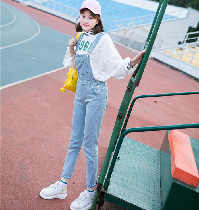 Autumn and winter Korean women's high waist row buckle show thin light color loose nine points jeans suspenders small feet suspender (2)