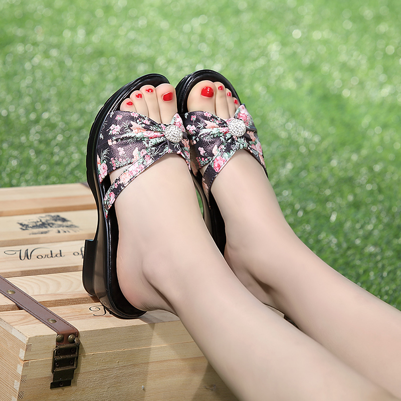 Women Slippers Monther Shoes Hollow Out Breathable Slippers Diamond Summer Beach Sandals Floral Print Shoes Women Pantuflas sweet floral print spaghetti strap hollow out dress swimwear for women