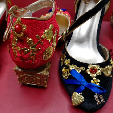 Mid-heeled sandals retro cupid ladies sandals metal phoenix beaded velvet round head national wind sandals banquet catwalk shoes Karachi