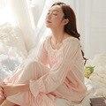 O Envio gratuito de Camisolas Do Vintage Rosa E Branco Longo Da Princesa Pijama de Outono Em Torno Do Pescoço Pijamas Nightdress do Tornozelo-Comprimento