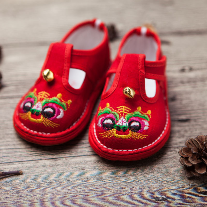 China Traditional Baby Boys Embroidery Tigers Shoes for Birthday Baby Girls Cotton Shoes Children Casual Shoes Kids Summer ShoesChina Traditional Baby Boys Embroidery Tigers Shoes for Birthday Baby Girls Cotton Shoes Children Casual Shoes Kids Summer Shoes